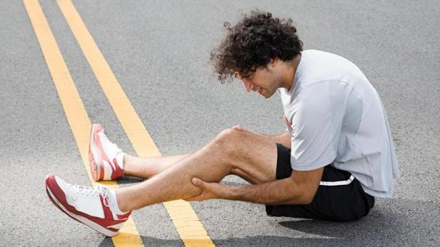 leg-pain-ever-symptom-something-severe_55377b0cd56f01bd_lwl2-jj-t3eqica368v_pg