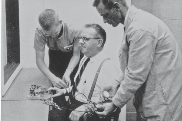 milgram-experiment-photo
