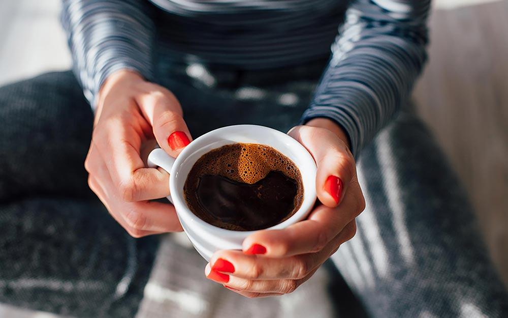 04_coffee_Ways-to-Make-Your-Coffee-Habit-Healthier_326718836_kikovic_FT.jpg