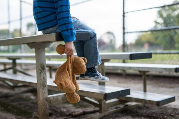lone-child-with-teddy